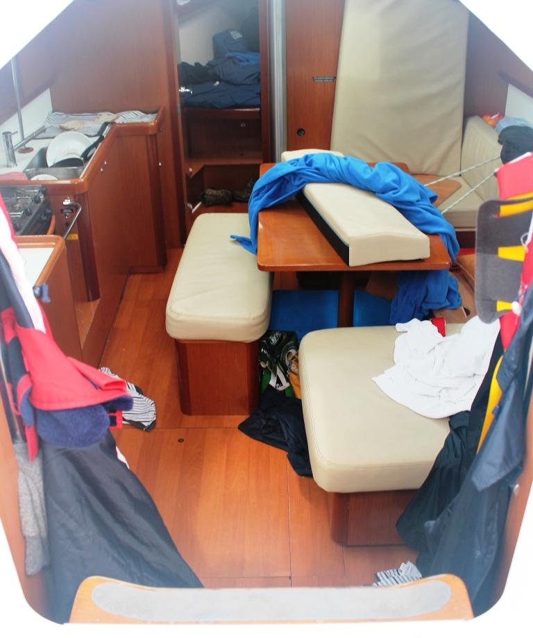 Dans le bateau tout est sans dessus dessous