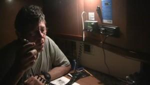 Ross répond à l'appel radio