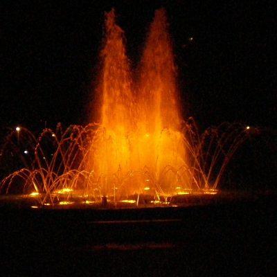 Fontaine éclairée (ne me demandez pas laquelle. Il n'y as pas autant de fontaines à Montréal qu'à Grenade, mais quand même).